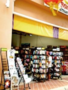 ร้านหนังสือนานาชาติ ในเรือนตึกแบบชิโนโปรตุกีส