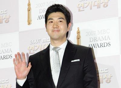 Han Sang Jin รับบทเป็น ฮงกุกยอง