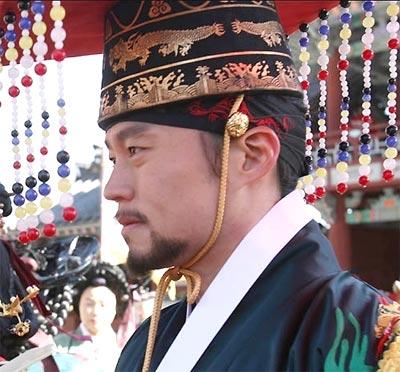 Lee Seo Jin รับบท ลีซาน