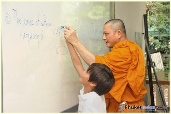 phuket-monk