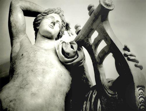 อพอลโล (Apollo) เทพแห่งสัจจะและการดนตรี